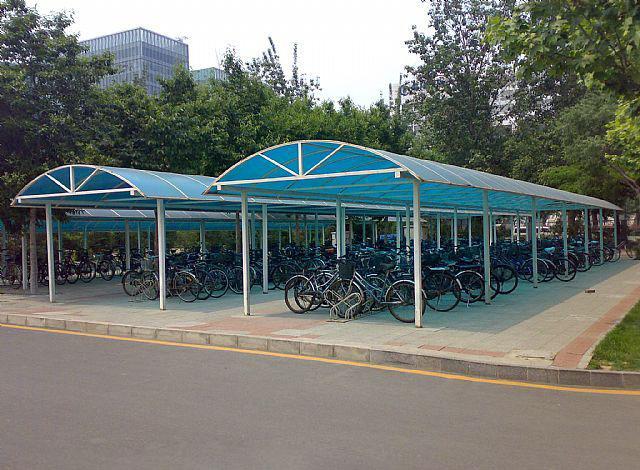 Carports garage con copertura in policarbonato portatile for Piani garage separati con posto auto coperto