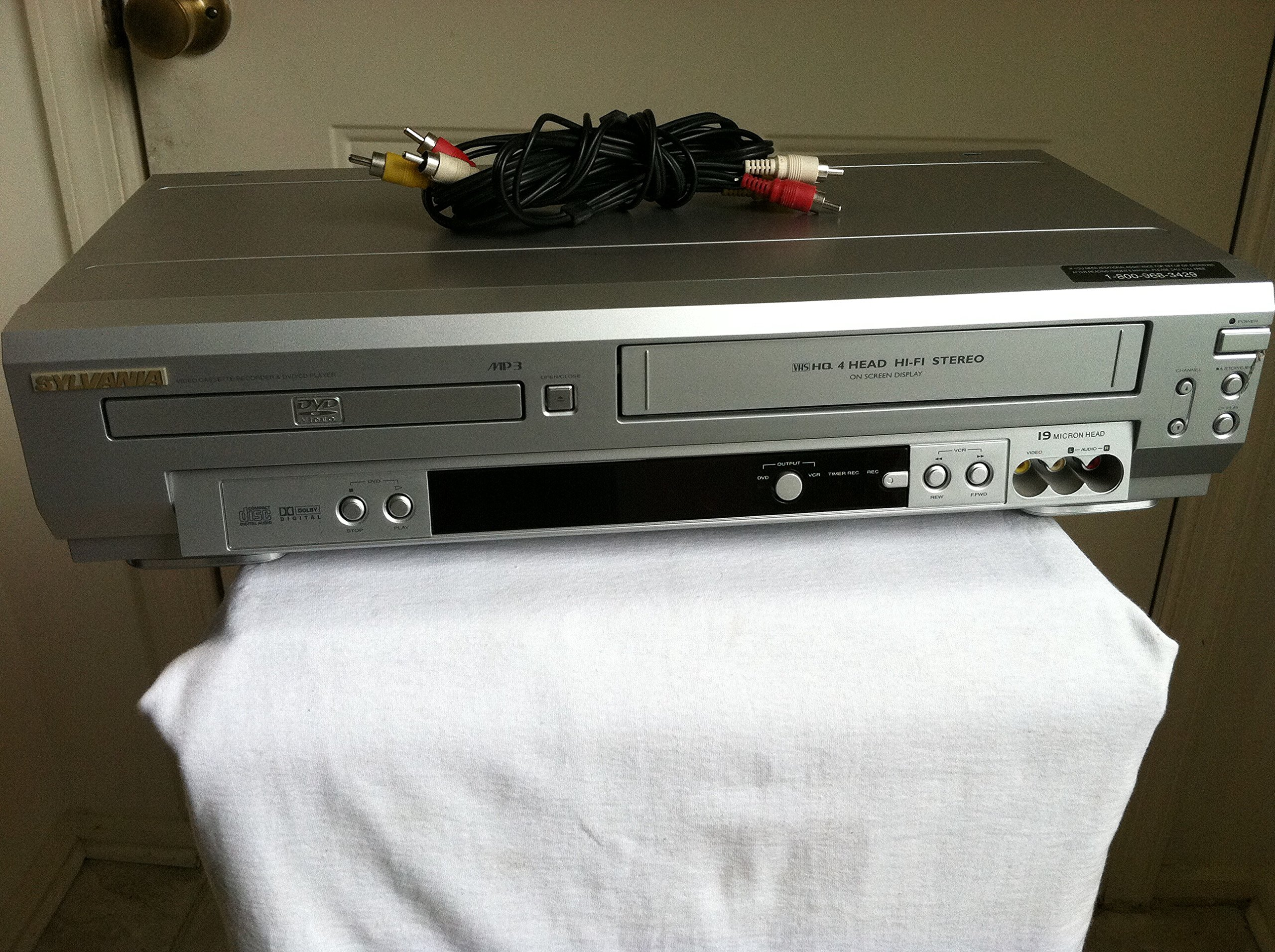 Sylvania SSD803 DVD/VCR Video Cassette Recorder / DVD Player COMBO. VHS & CD Player. Dolby Digital Sound. AV Cable Included. No Remote