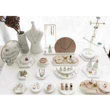 White 대리석 Jewelry Display 대 한 <span class=keywords><strong>보석</strong></span> store