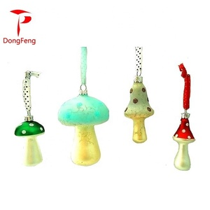 2019 Wholesale Easter Decoration Hand Painted Glass Mushrooms