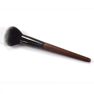 Single base powder makeup brush to paint the cheek is red brush honey beginners soft easy to stop, portable brush painting