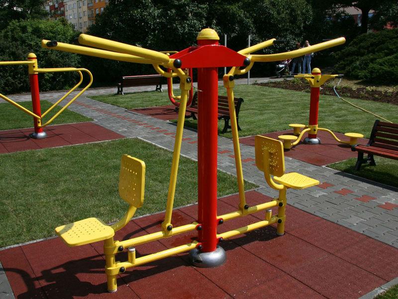 Okstar gimnasios eficaz fitness en el parque gimnasio al for Aparatos de ejercicio
