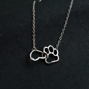 In Stock Best Gifts Alloy Dog Paw with Heart Pendant Necklace for Women
