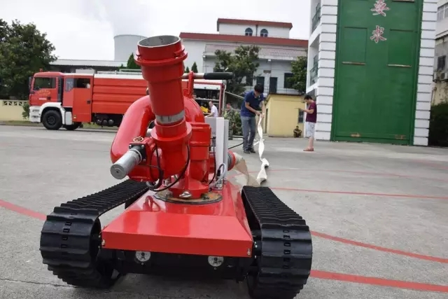 high tech new smart type fire extinguishing control firefighting robot for firefighter