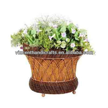 Country Vintage Style Resin Wicker Flower Pots Artificial Rattan Planter With Coco Liner