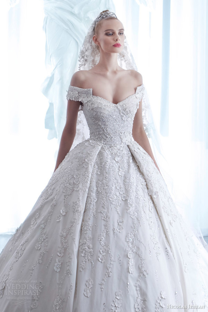 Sexy Off the Shoulder Bridal Gown Flowers Appliqued Lace Ball Gown Wedding Dresses with Buttons Back 2015