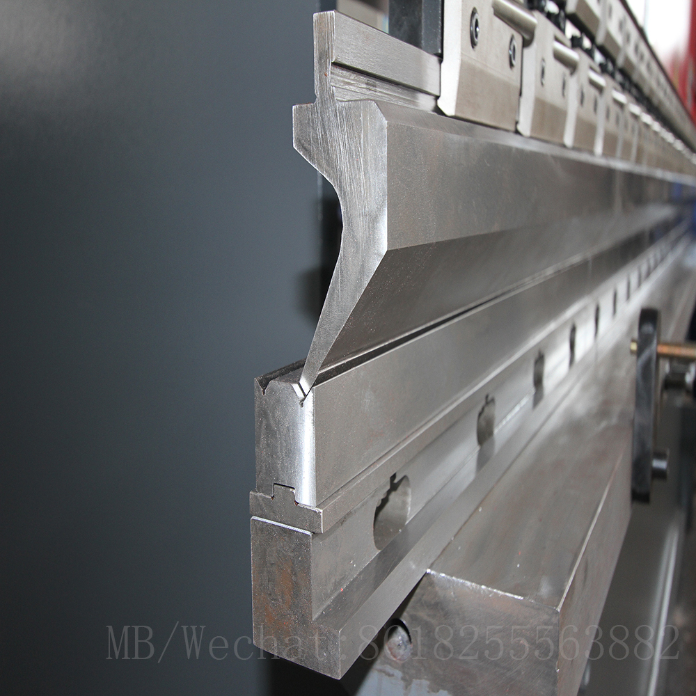 CNC bending machine die.jpg