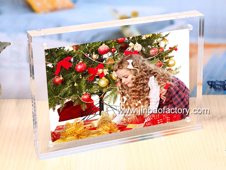 acrylic christmas gift.jpg