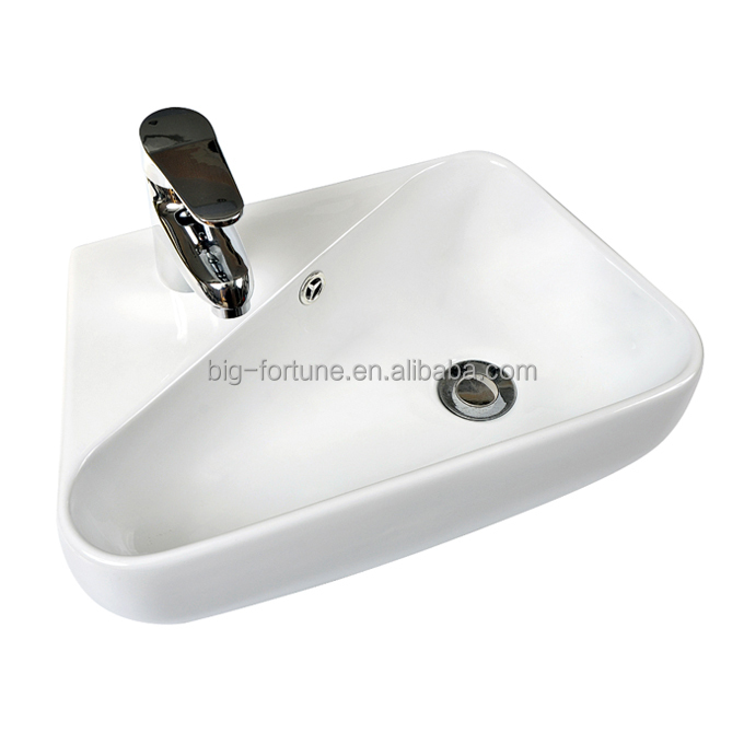 public wc lavabo room waste pipe in wash basin/counter basin