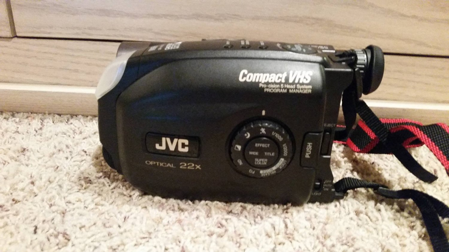 JVC Camcorder GR-AX730 VHS-C Video Recorder w/ Rechargeable Battery