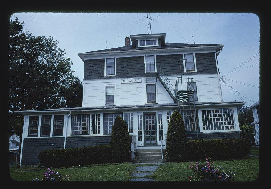 Vintography 8 x 12 Photo Menges Next Door, Fries, The Waverly, Livingston Manor, New York 1977 Margolies, John 07a