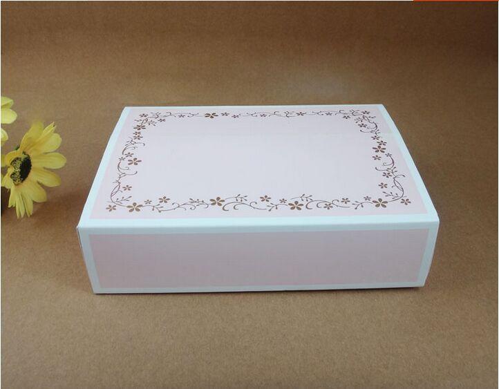 achetez en gros bo te de carton g teau en ligne des grossistes bo te de carton g teau. Black Bedroom Furniture Sets. Home Design Ideas
