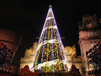 Gaint waterproof shopping mall decoration 20ft led Christmas tree