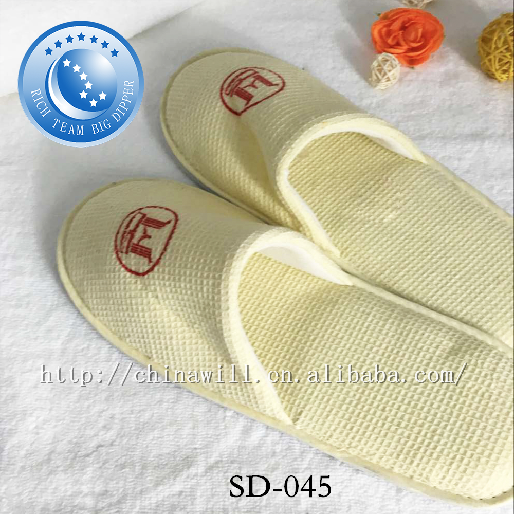 personalised hotel provide good quality disposable slippers