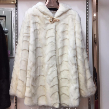 Vogue and elegant split joint mink fur coat by front leg mink fur
