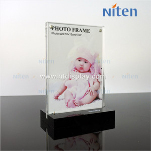 China Suppliers Clear Round Double Sided Photo Frames Acrylic Frame