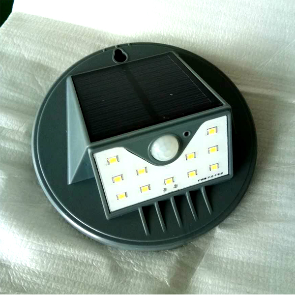 Small Gadget Solar Powered Garden Lamps with Cheap Price