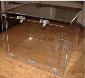 Transparent Plexiglass Reptile Enclosure