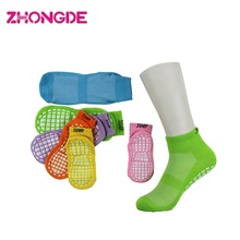 2019 multicolore en stock 6 tailles <span class=keywords><strong>mode</strong></span> trampoline chaussettes antidérapantes fermer guangzhou chaussettes <span class=keywords><strong>fabricants</strong></span>