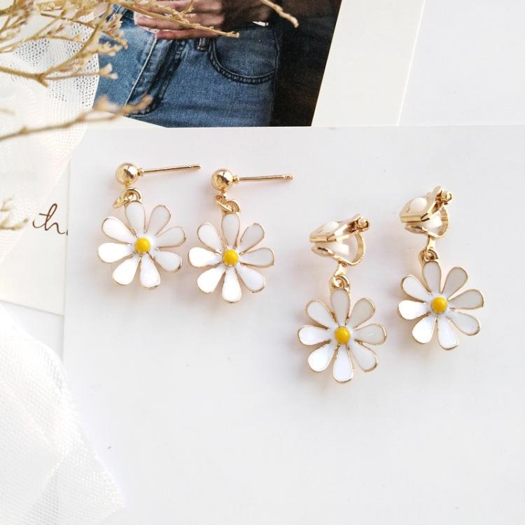 सैफ थोक अच्छी मिश्र धातु नई कोरियाई लोकप्रिय फैशन कायरता डेज़ी फूल महिलाओं पर क्लिप संवर्धन बाली गहने