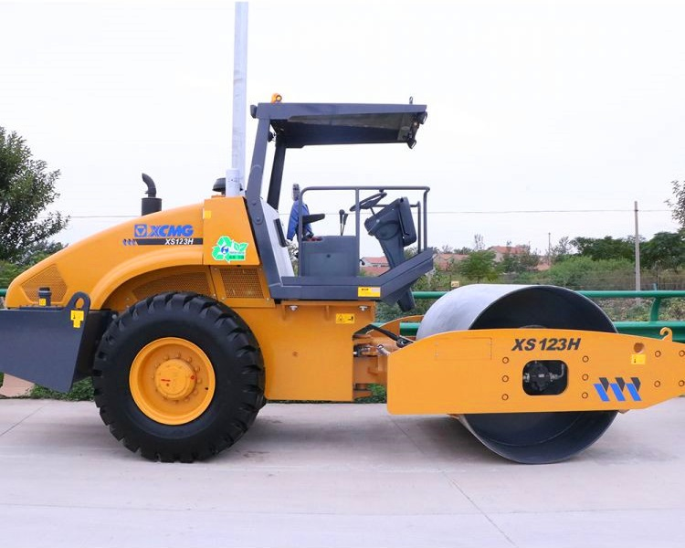 XCMG Official XD123 double drum vibratory road roller 12