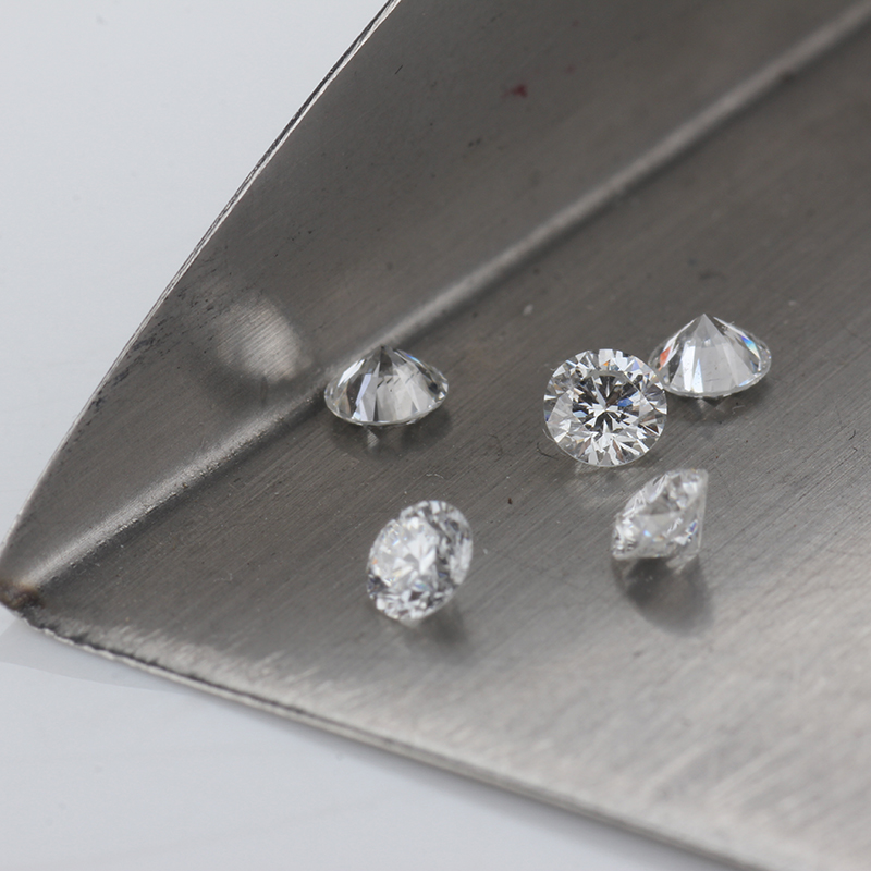 Herzform 4 mm Diamant-weiss Facettenschliff synthetische E 2 Cubic Zirkonia