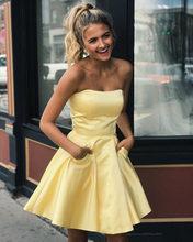 Недорогое желтое ТРАПЕЦИЕВИДНОЕ атласное короткое платье для выпускного вечера, простое милое платье без рукавов с вырезом на шее, платье д...(Китай)