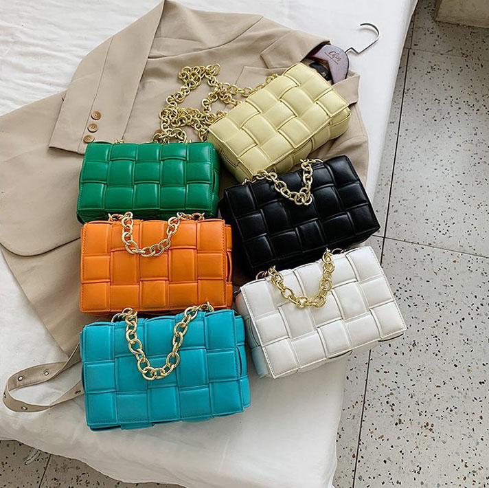 2021春夏insホット販売明るい色puレザー織り女性ハンドバッグレディースファッションクロスボディメッセージバッグ卸売