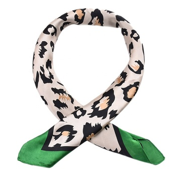 Luxury Green Red Leopard Print Square Short Silk Head Bandana Scarf China Wholesale Party Wedding Sweet Style Neck Scarves