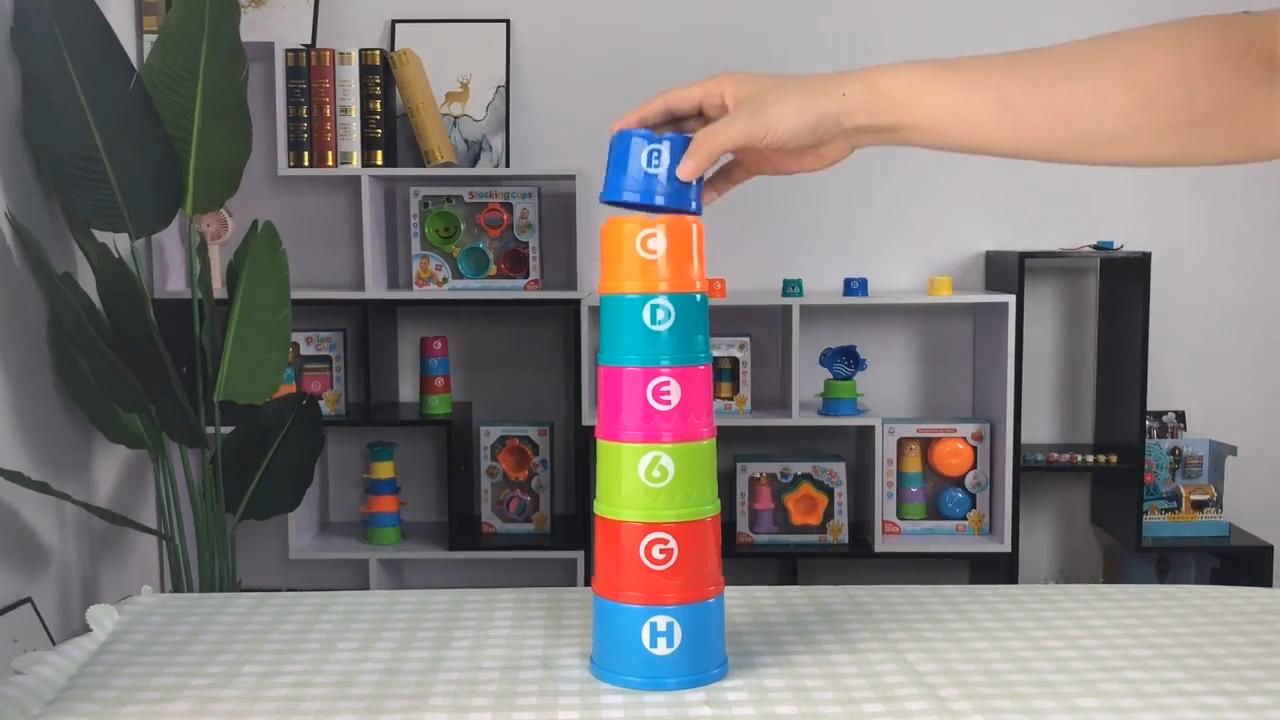 การศึกษาการ์ตูนที่มีสีสันรูปแบบพลาสติกเด็กถ้วยของเล่น