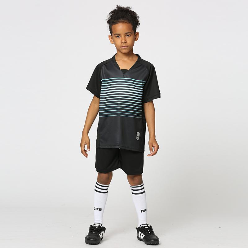 Novo Design Crianças Juventude meninos Preto Em Branco Uniformes de Futebol Camisas + Shorts Define Crianças Costume Impresso Camisas De Futebol Tailandês Qualidade