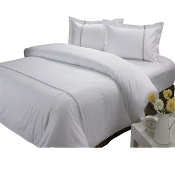 Wholesale White Embroidery Stripe Luxury Hotel Bed Cover Sets Double Bed Couple Duvet Cover Set Hotel Satin Room Linen