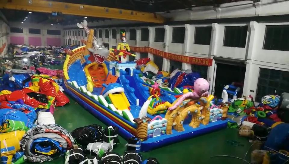Bouncer Castle Tiup Luar Ruangan Menarik Permainan Perosotan Kombo untuk Anak-anak