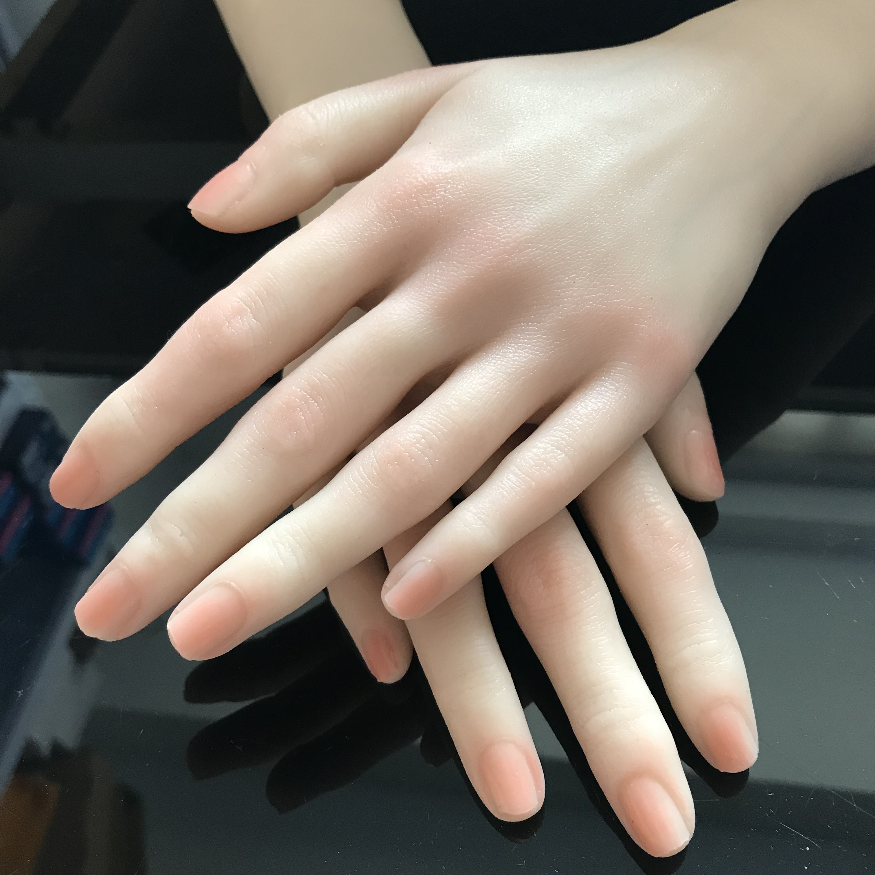 Alibaba.com / 2020 Newest Nail Art Model Female Silicone Practice Hand Mannequin