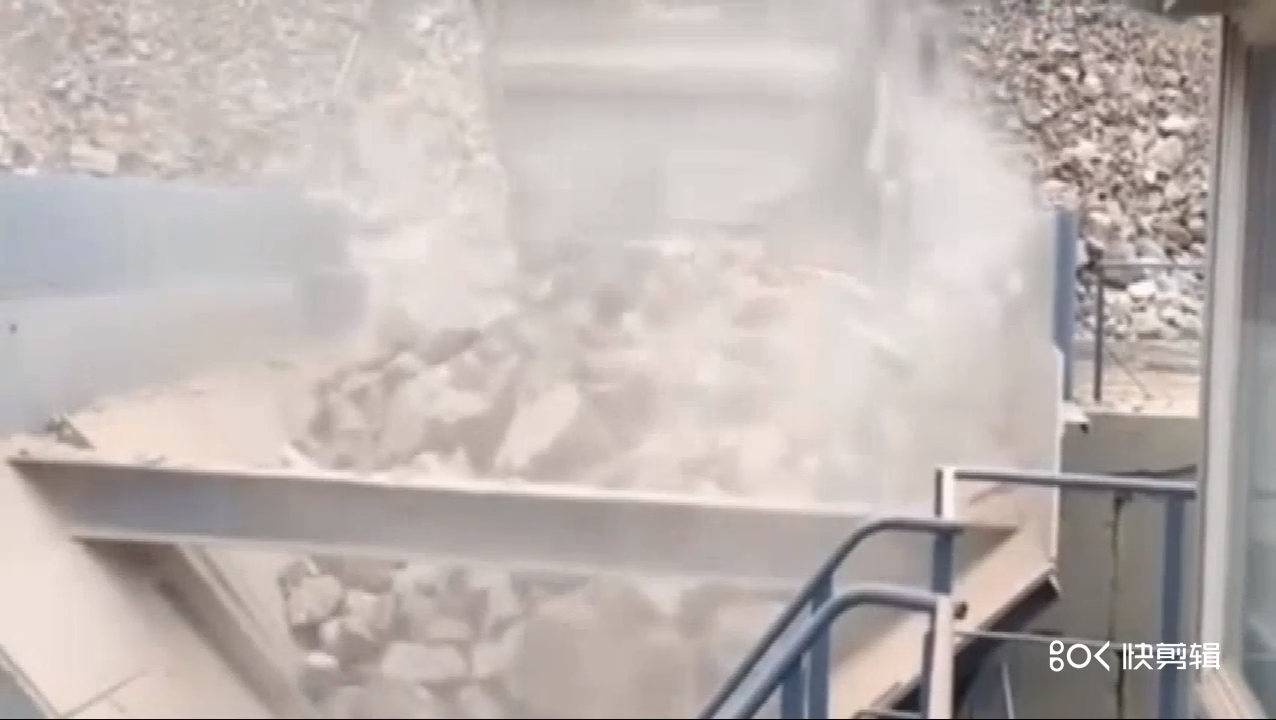 Model 800 Compound vertical crusher