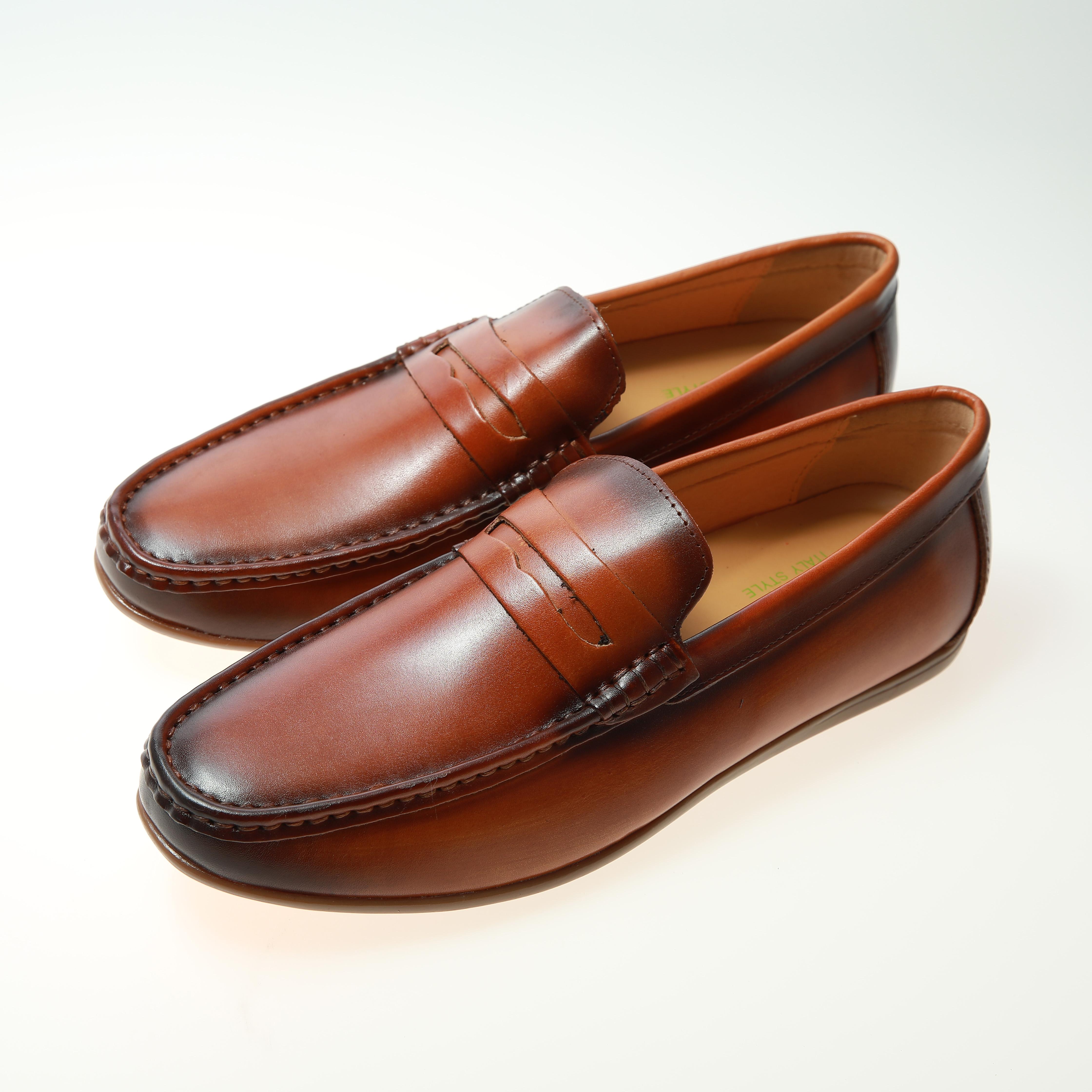 Venta al por mayor zapatos mocasines para hombres Compre