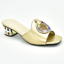 Женская обувь; Летние шлепанцы; Хорошее качество; Милый стиль для королевской свадьбы; Босоножки с петлей на пятке; Дизайнерская обувь; Роск...(Китай)