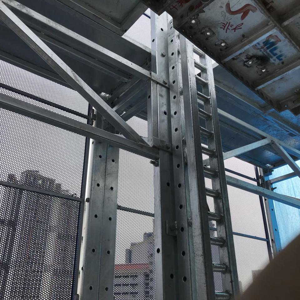 Automatic hoist lifting electric scaffold platforms