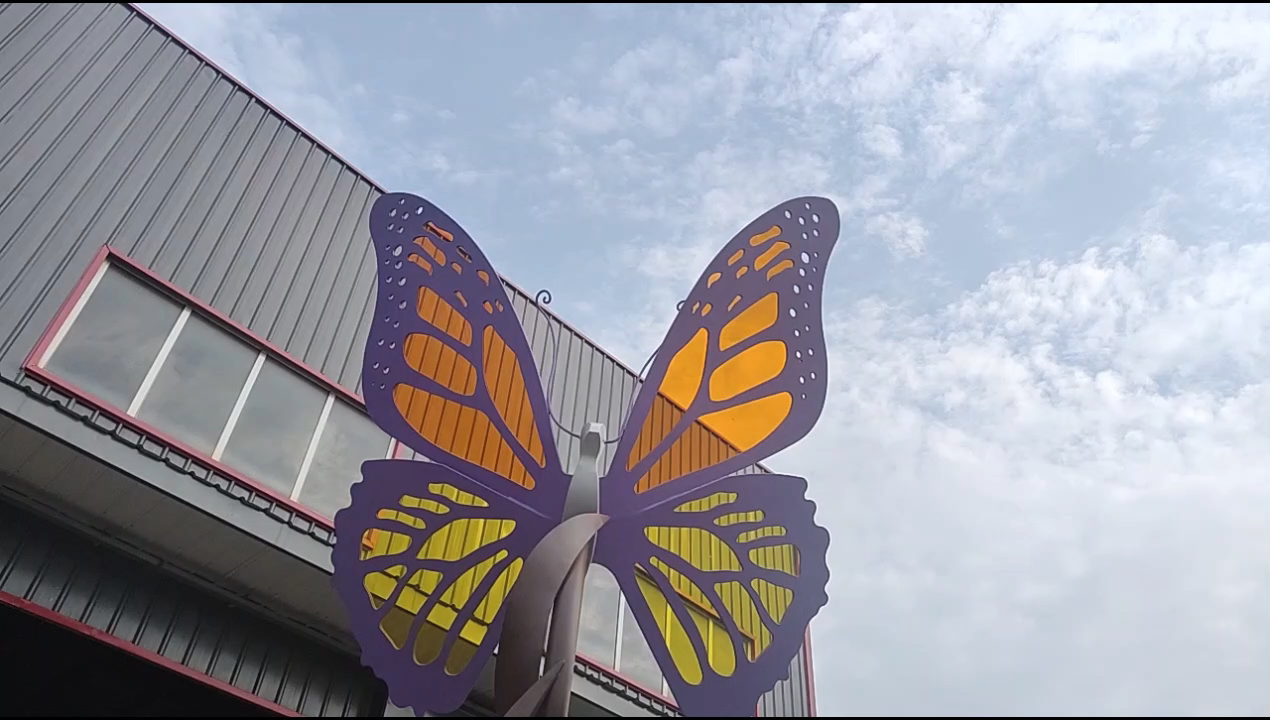 ที่น่าตื่นตาตื่นใจโมเดิร์นอะคริลิสแตนเลสผีเสื้อประติมากรรมสำหรับการตกแต่งสวน