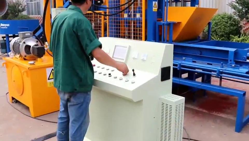 Dongyue QT4-15 yüksek kaliteli hint uçucu kül tuğla makinesi/uçucu kül otomatik blok üretim hattı