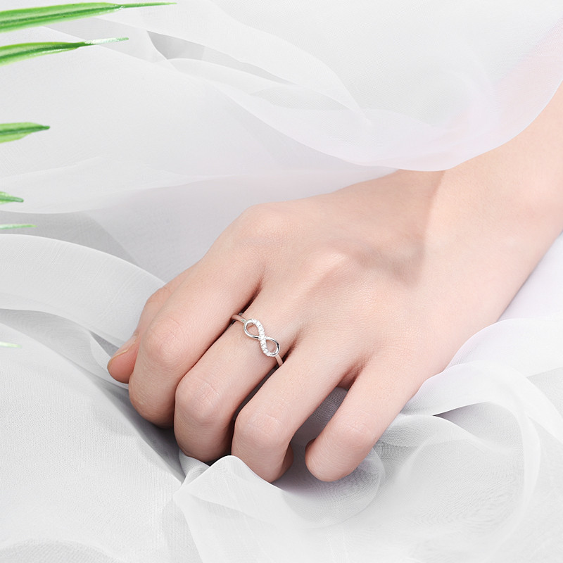 New design simple S925 sterling silver number 8 shaped rings zircon cluster rings for women