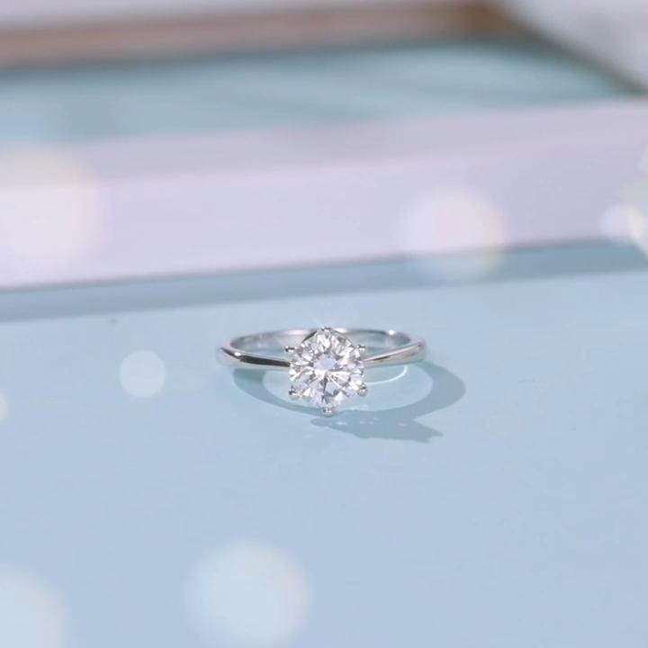 18K सफेद सोना मढ़वाया दौर शानदार कट 1ct Moissanite 6 Prongs सेटिंग सगाई ठोस 925 स्टर्लिंग चांदी शादी की अंगूठी