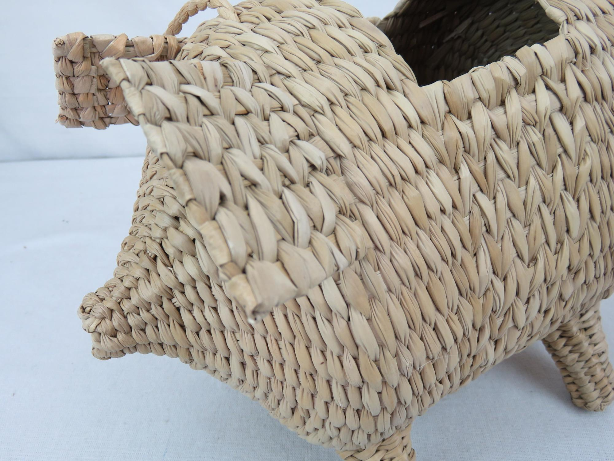 Handicraft Handmade Woven natural Rush Grass Storage Gifts and crafts home decoration Pig Baskets