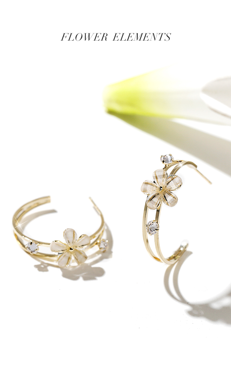 Dara Flower Hoop Earrings Phụ Nữ