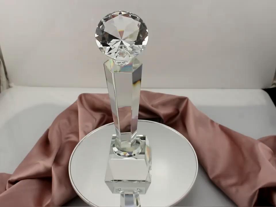 المهنية مخصص أي أنواع من كأس زجاجي جائزة الجملة الكريستال الماس الرياضة كأس الكأس مع تخصيص شعار تذكارية