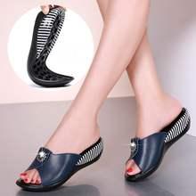 Женские шлепанцы на платформе GKTINOO, модные пляжные Нескользящие сандалии из натуральной кожи, шлепанцы для лета, 2020(Китай)