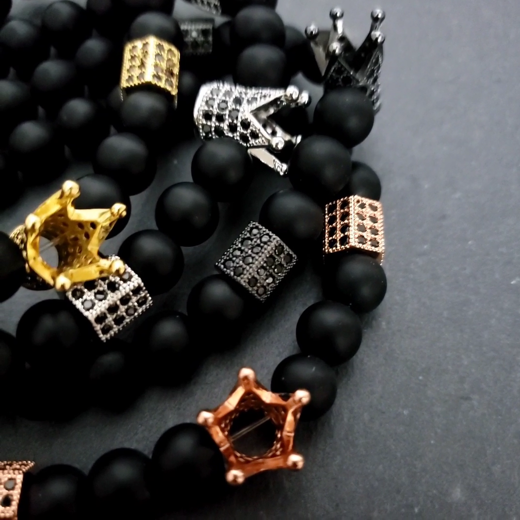 Venta al por mayor accesorios de moda 8mm negro piedras de diamantes de imitación de los hombres corona pulsera para regalo de encantos para pulsera diy