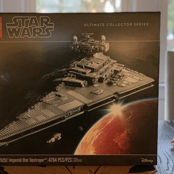 ORIGINAL Brand New Set 75252 Ultimates Collector's Millennium Imperial - Star Destroyer (4784 Pieces)