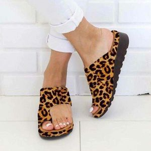 2019 large size women's shoes wearing leather slippers toe sandals and slippers