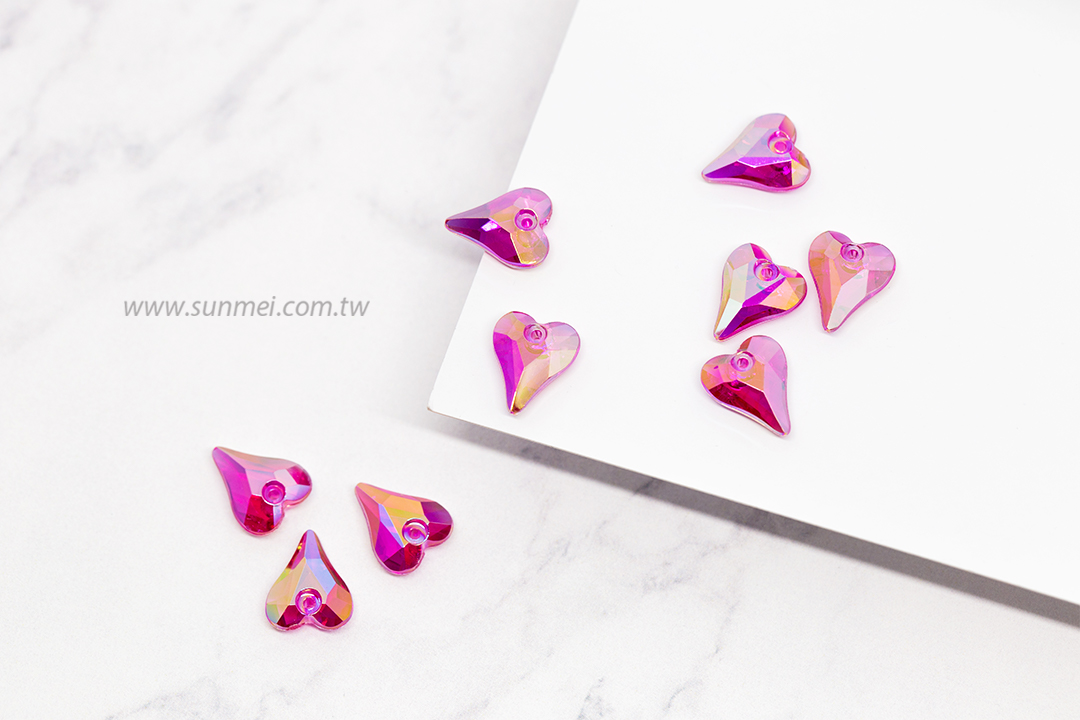 Factory Direct Price Lovely 11mm 14mm Over 10 Shiny AB Rainbow Colors Heart Pendant for DIY Crafts